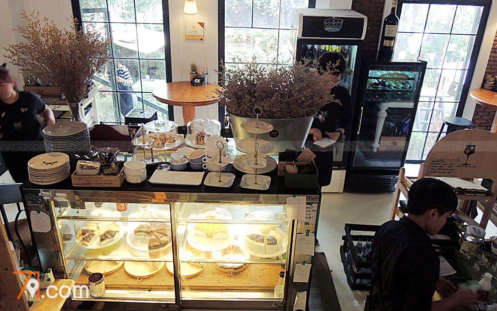 Treat Cafe & Hang Out ครบสูตรร้านสวย
