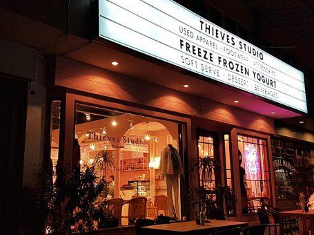 Freeze Frozen Yogurt ไอติมโยเกิร์ตรสพรีเมียม บนถนนนาคนิวาส